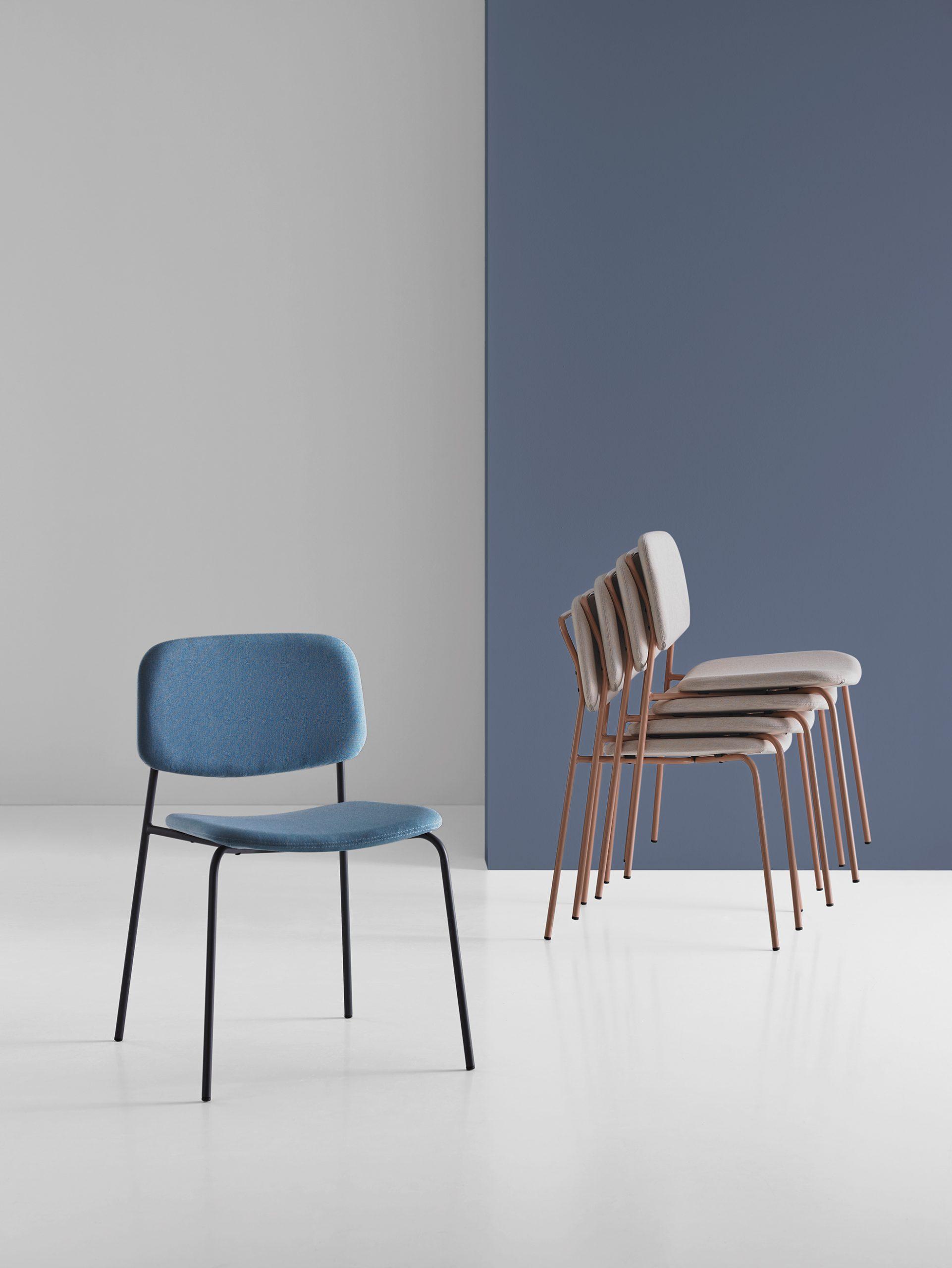 Verhoillut Mobboli Cap -tuolit yksittäin ja pinottuna